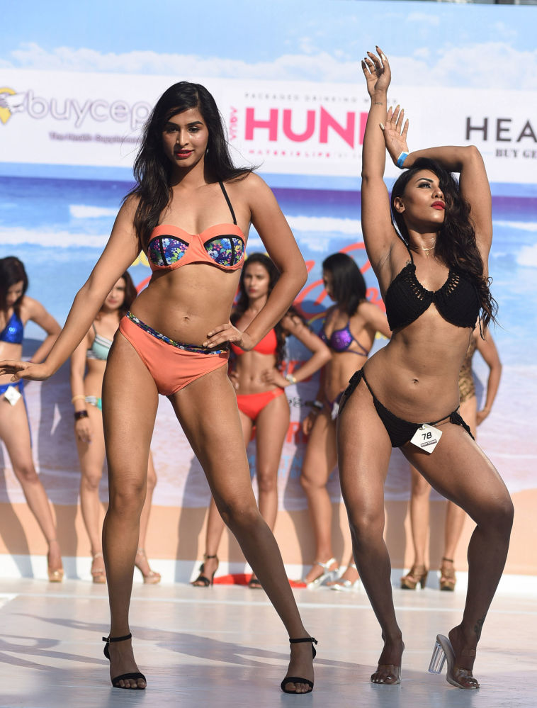 Svůdná krása na rozpálené pláži: karneval těla v indickém Goa