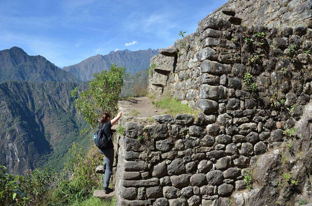 Schody na hoře Huayna Picchu v Peru.