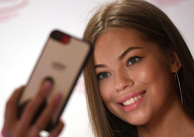 Dívka se fotí