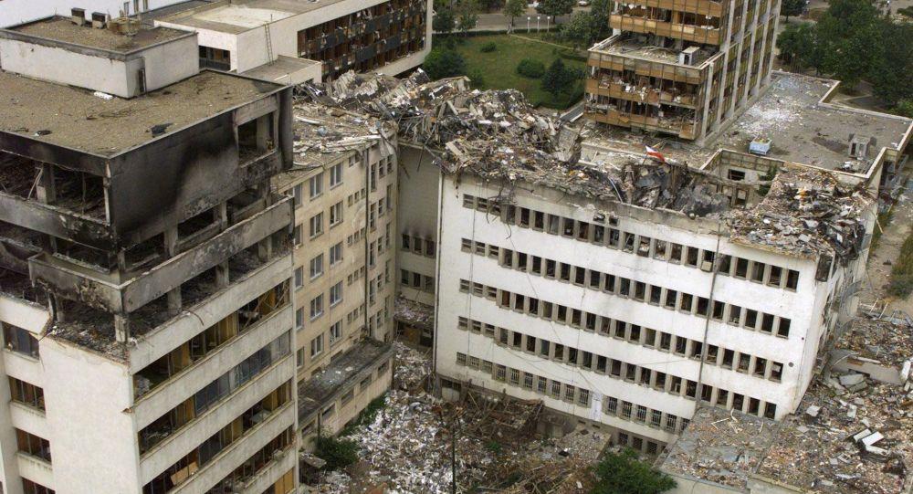 Budova ústřední pošty v Prištině zničená bombardováním NATO