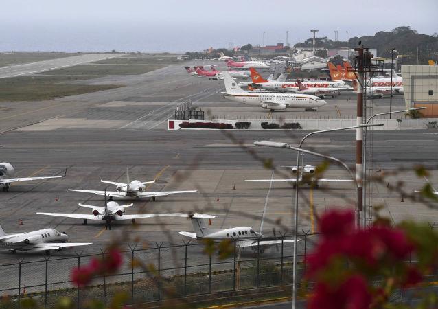 Mezinárodní letiště Simón Bolívar International Airport poblíž Caracasu