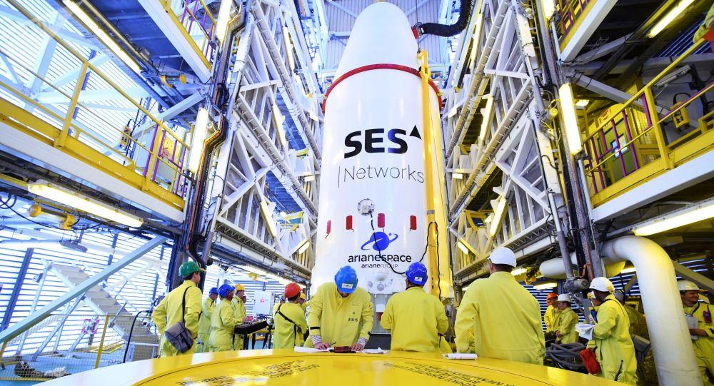 Vysunutí Sojuz-ST na odpalovací rampu