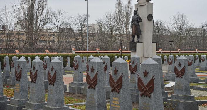 Hrob rudoarmějců, kteří osvobozovali Prahu, na Olšanech