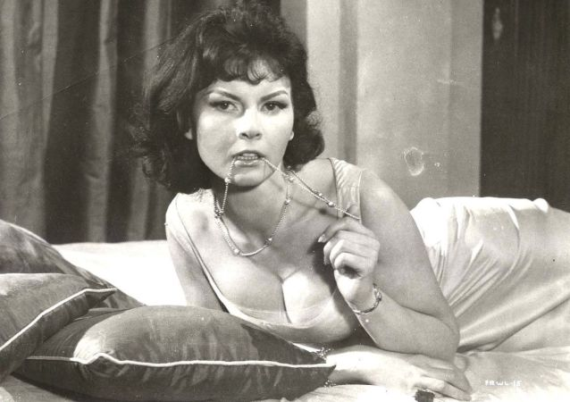 Herečka Nadja Regin, která si zahrála jednu z filmových dívek Jamese Bonda