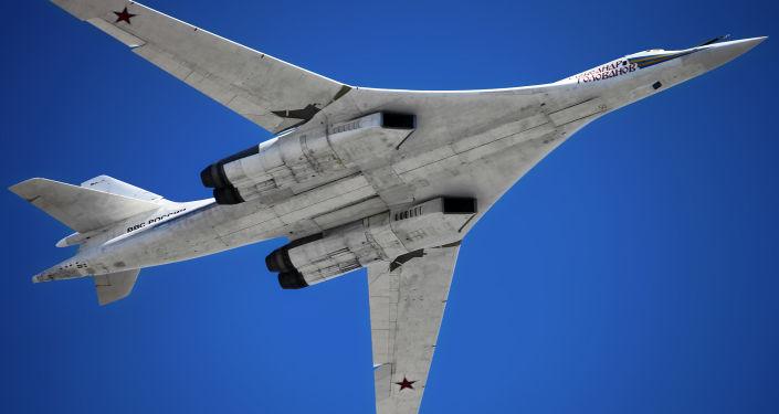 Nadzvukový raketonosný bombardér TU-160