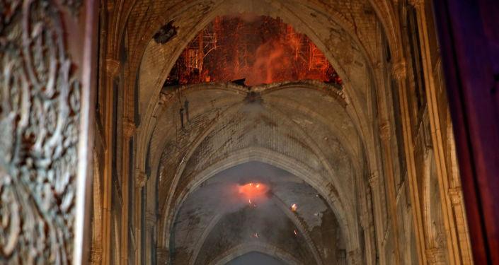 Požár v Katedrále Notre-Dame v Paříži