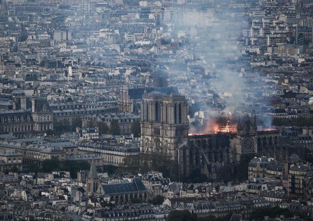 Požár v katedrále Notre-Dame