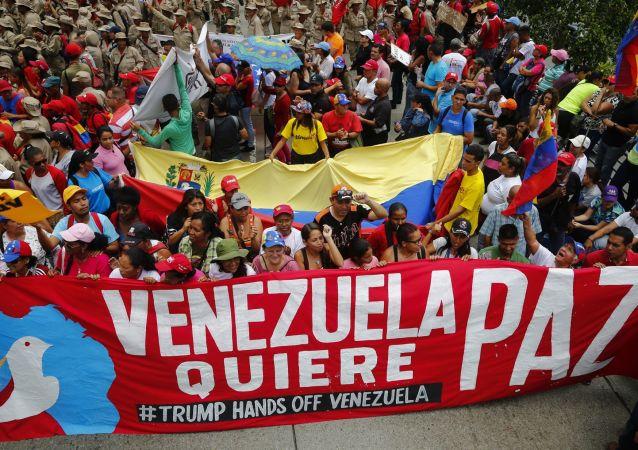 Akce na podporu venezuelského prezidenta Nicoláse Madura v Caracasu