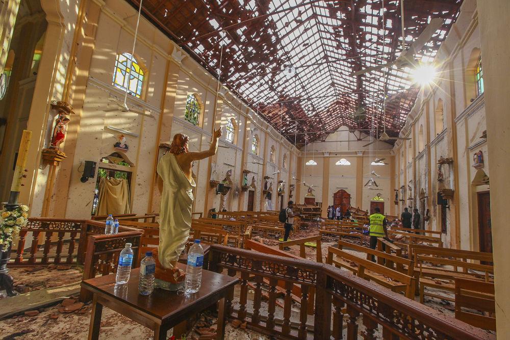 Poškozený kostel svatého Šebestiána po výbuchu, Srí Lanka, 21. dubna 2019