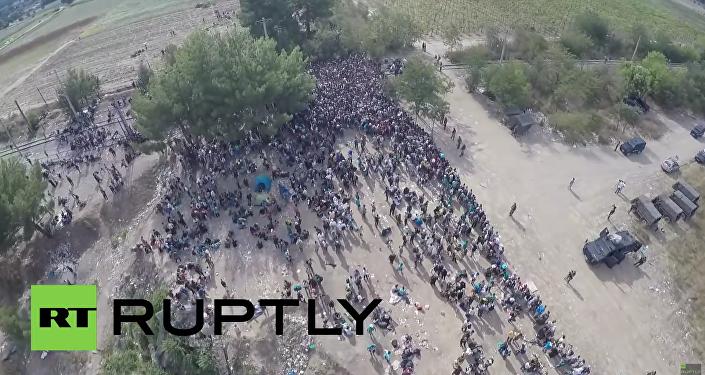 Dron zachytil tisíce uprchlíků v Řecku