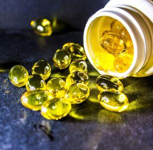 Nádoba s vitamíny. Ilustrační foto
