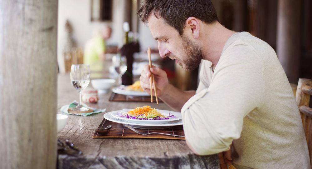 Muž v restauraci
