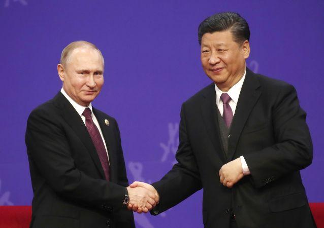 Ruský prezident Vladimir Putin a jeho protějšek Si Ťin-pching
