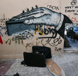 Graffiti v ulicích Atén reflektují krizi