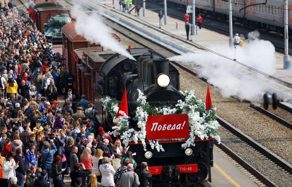 Obyvatelé Belgorodu vítají Vlak Vítězství