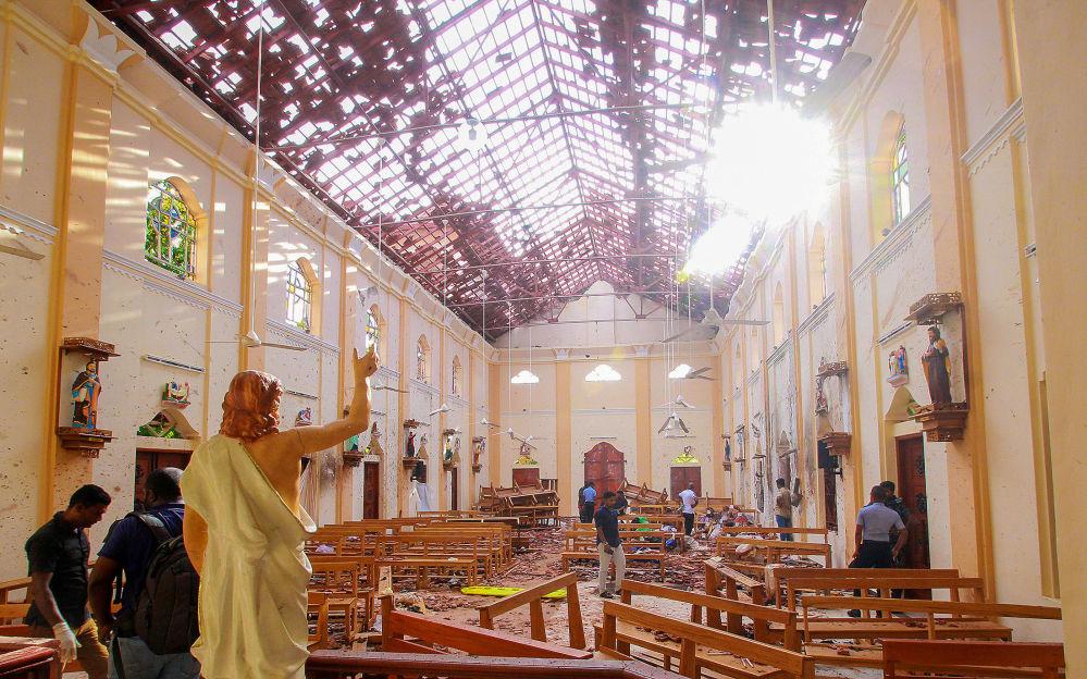 Poškozený kostel po sérii výbuchů na Srí Lance