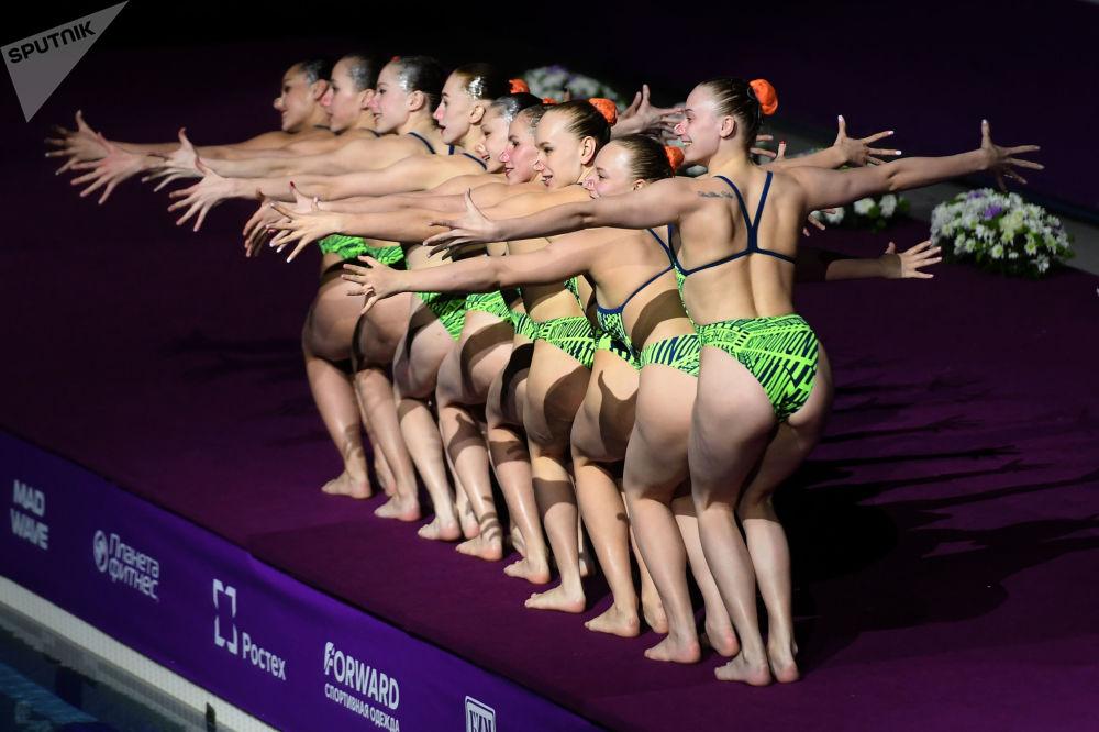 Synchronizované plavání. Třetí etapa Světové série. Gala koncert. Účastnice z Běloruska