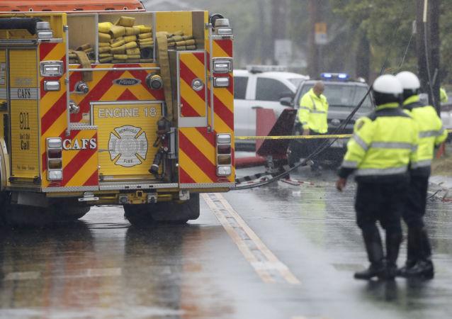 Na rušnou ulici na Havaji se zřítil vrtulník