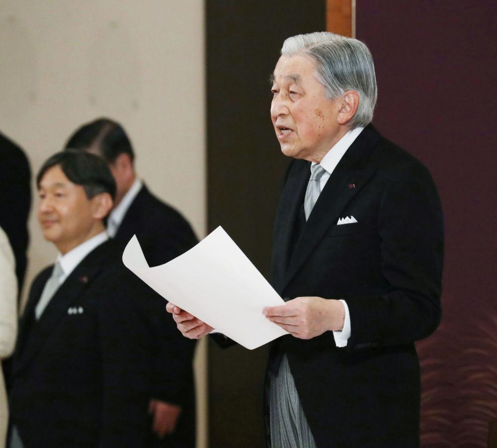 Císař Japonska Akihito během rituálu Taiirei-Seiden-no-gi při slavnostním odříkání v císařském paláci v Tokiu, Japonsko
