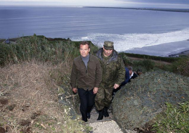 Dmitrij Medveděv během své návštěvy Kurilských ostrovů
