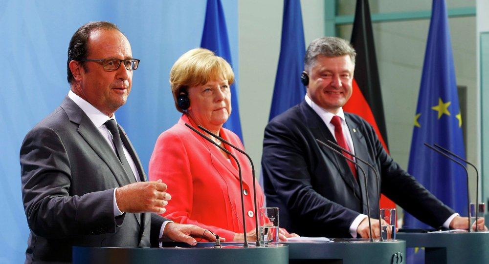 Petro Porošenko, Angela Merkelová a Francois Hollande v Berlíně