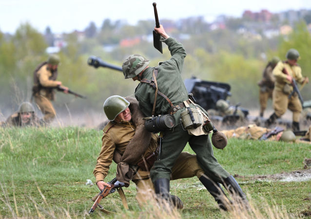 Česká vesnice byla osvobozena... u Moskvy! Podívejte se na rekonstrukci poslední velké bitvy z doby 2. světové války