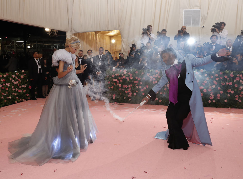 Herečka Zendaya Coleman a televizní hvězda Law Roach na Met Gala 2019 v New Yorku