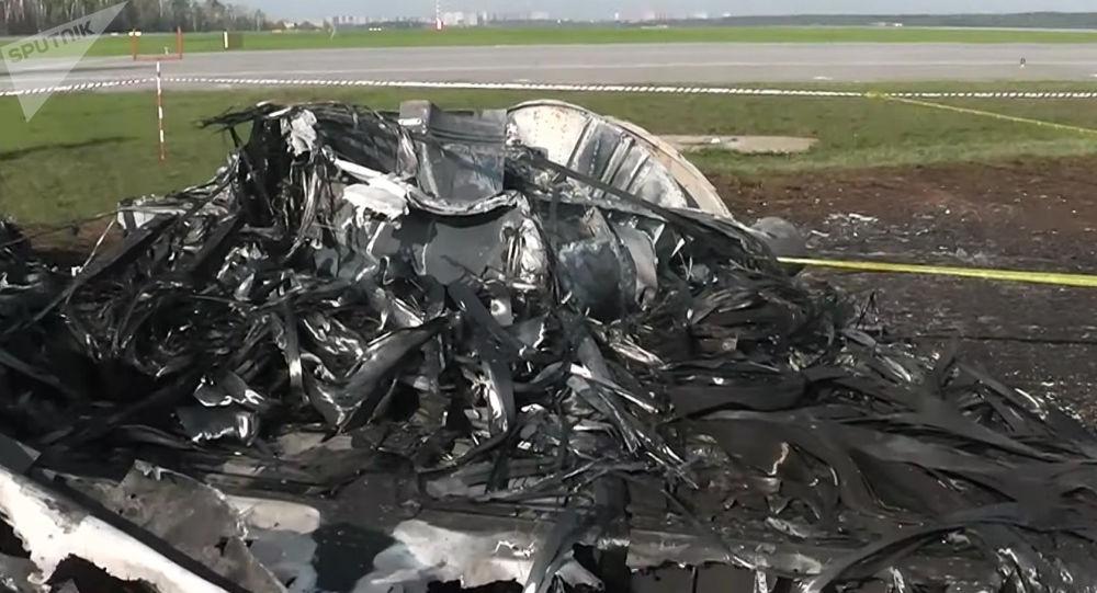 Fragment shořelého letadla SSJ 100