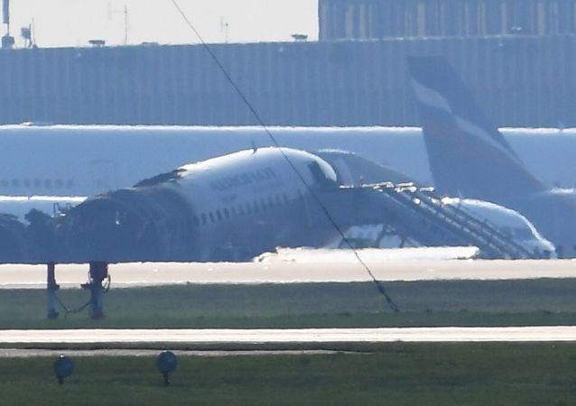 Shořelé letadlo Suchoj Superjet 100