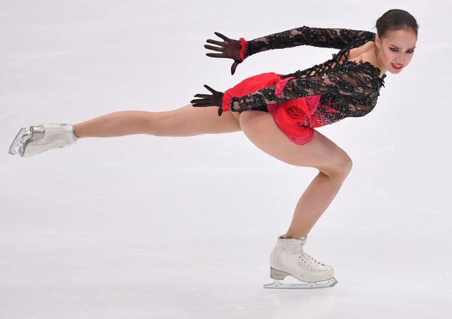 Alina Zagitová ve volném bruslařském programu páté etapy Grand Prix v krasobruslení v Moskvě