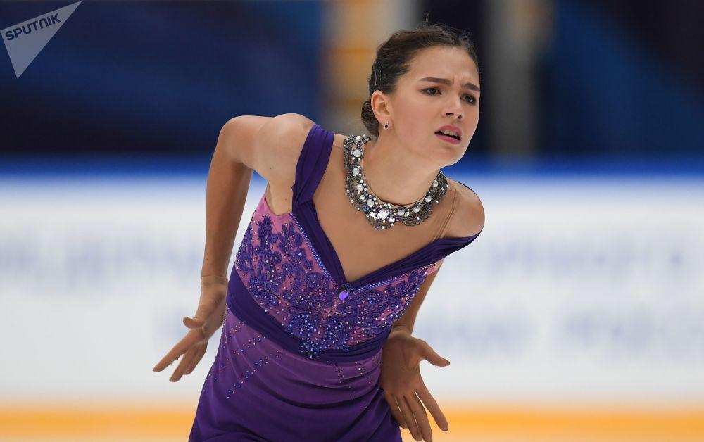 Stanislava Konstantinová z Ruska vystupuje ve volném programu na mistrovství světa v krasobruslení v Miláně
