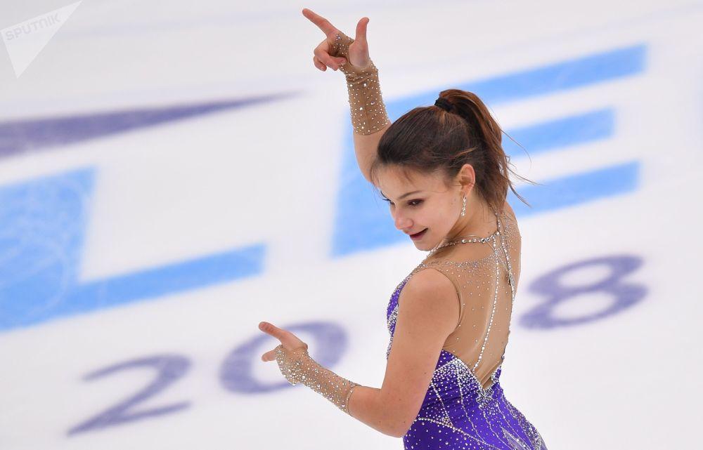 Sofya Samodurová z Ruska během volného bruslařského programu 5. etapy Grand Prix v krasobruslení v Moskvě