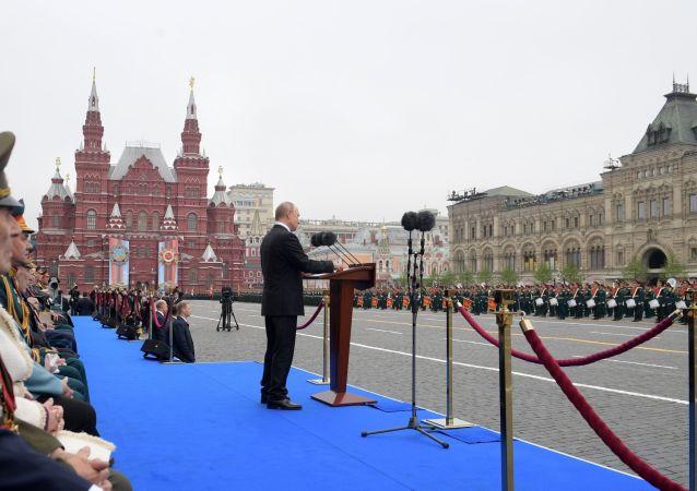 Ruský prezident Vladimit Putin během přehlídky vítězství v Moskvě
