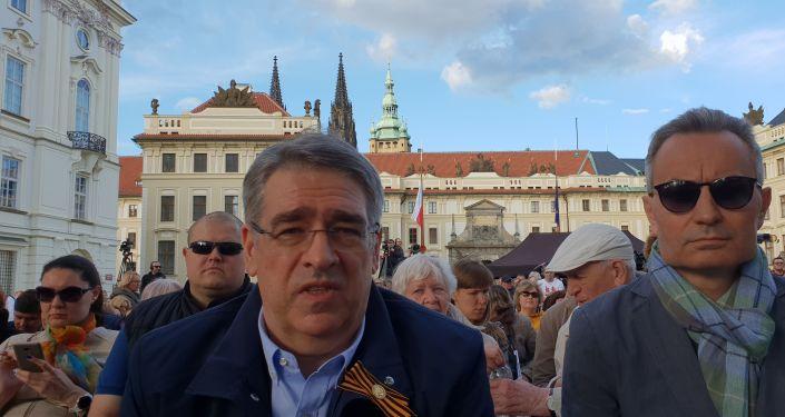 Zleva: velvyslanec Ruské federace v ČR Alexandr Zmejevskij, zprava obchodní zástupce Ruska v ČR Sergej Stupar