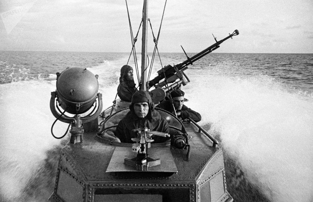 Námořníci torpédového ruského člunu na bojové mise Černomořského loďstva