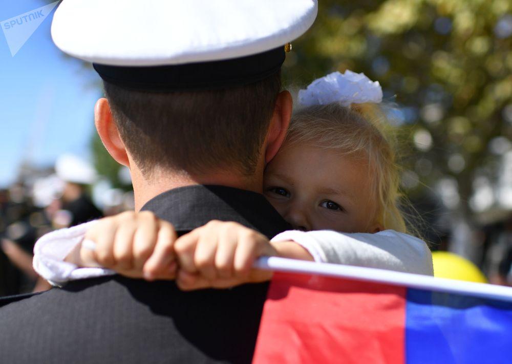 Slavnostní přivítání fregaty Černomořského loďstva Admirál Makarov v Sevastopolu po dokončení úkolů ve Středomoří