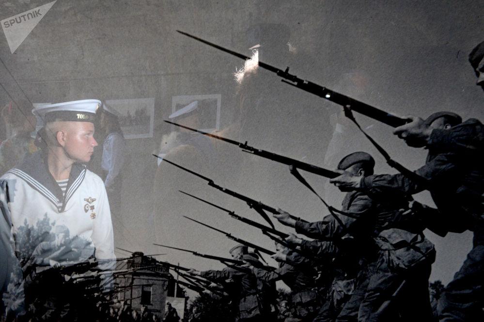 Voják ruského Černomořského loďstva na výstavě Armáda a loďstvo Ruska v Sevastopolu