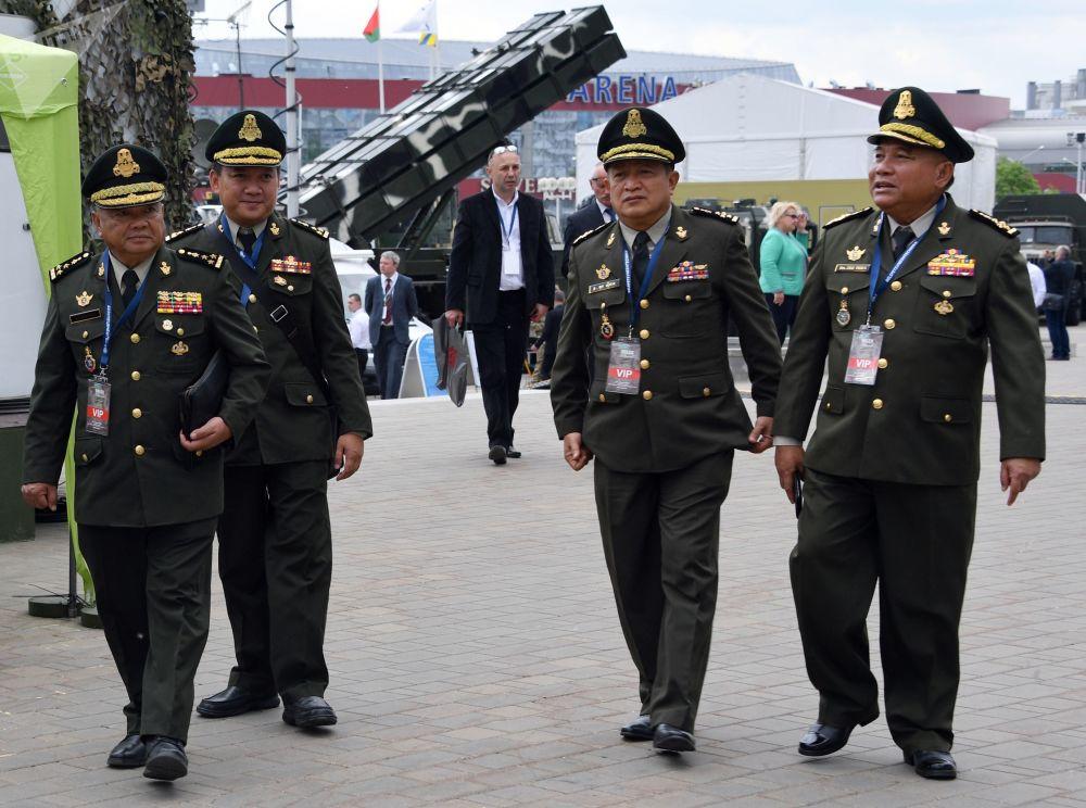 Návštěvníci mezinárodní výstavy zbraní a vojenské techniky MILEX-2019 v Minsku