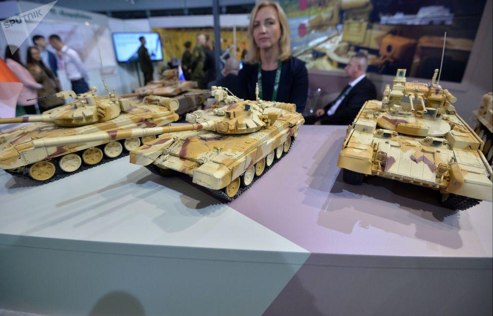 Modely výrobků společnosti Uralvagonzavod na mezinárodní výstavě zbraní a vojenské techniky MILEX-2019 v Minsku