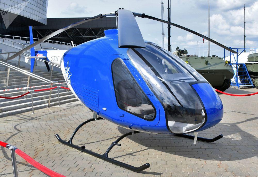 Výcvikový vrtulník Skajmak 3001 na mezinárodní výstavě zbraní a vojenské techniky MILEX-2019 v Minsku