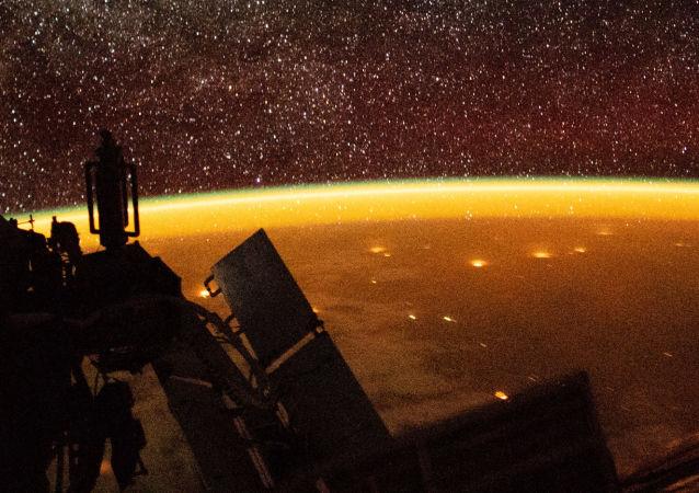 Zemská atmosféra a Země z paluby ISS