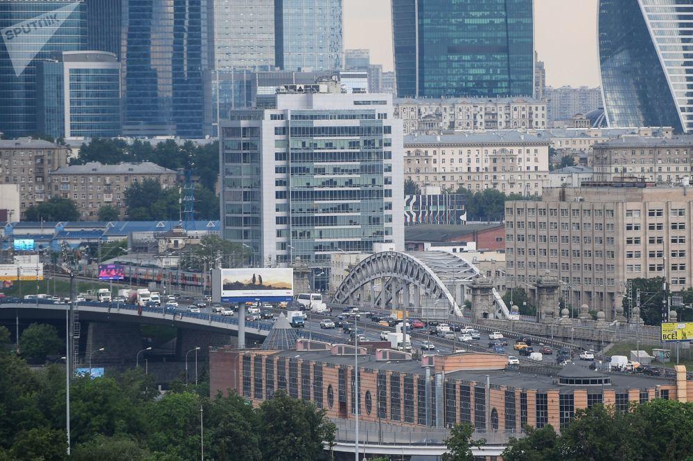 Pohled na Moskvu ze střechy stadionu Lužniki.