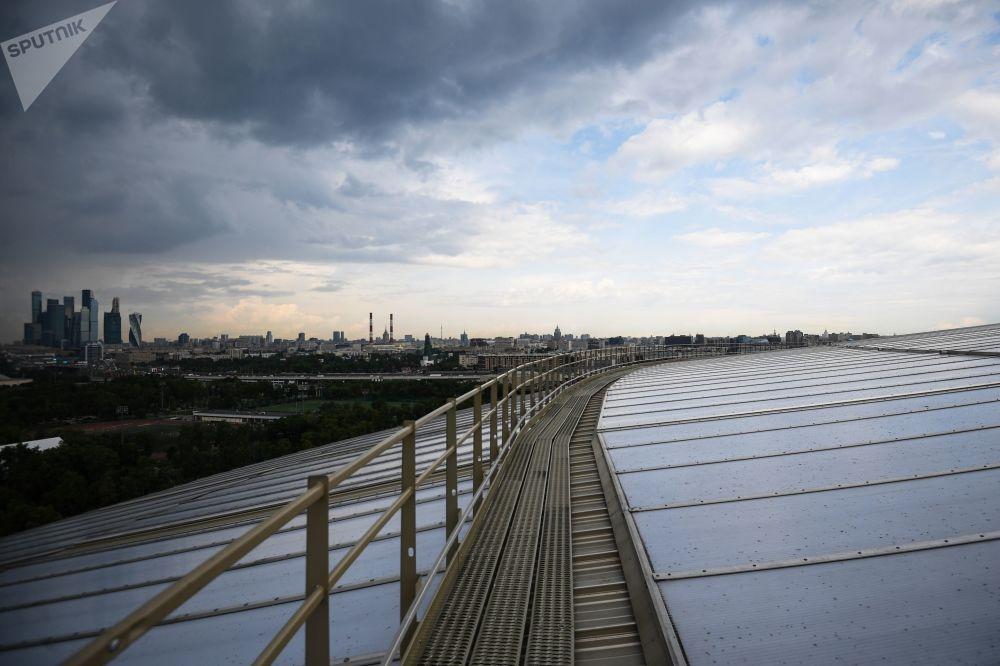 Střecha stadionu Lužniki, kde bude otevřena 900metrová vyhlídková terasa.