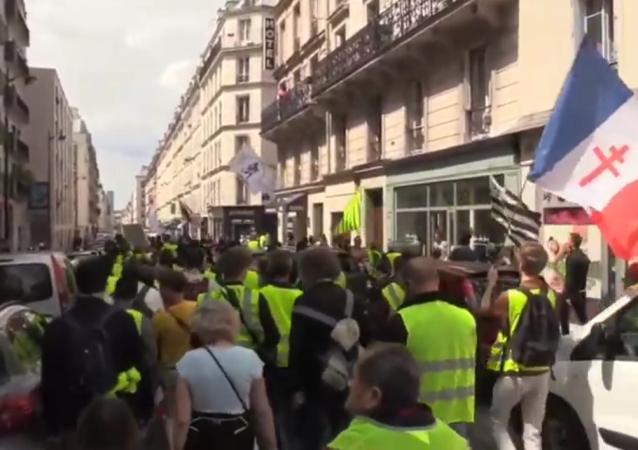 V Paříži protestují žluté vesty