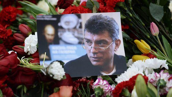 Květiny na místě vraždy Borise Němcova - Sputnik Česká republika