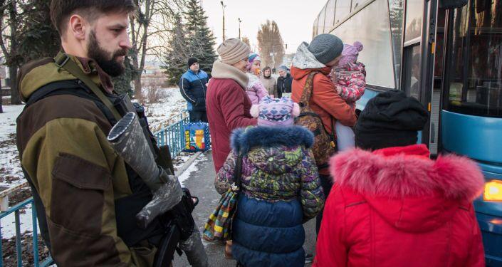 Evakuace dětí ze Stachanova. Alexej Smirnov z batalionu Anděl.