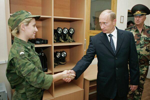 Rtěnka a samopaly Kalašnikov: ženy v Ozbrojených silách RF - Sputnik Česká republika