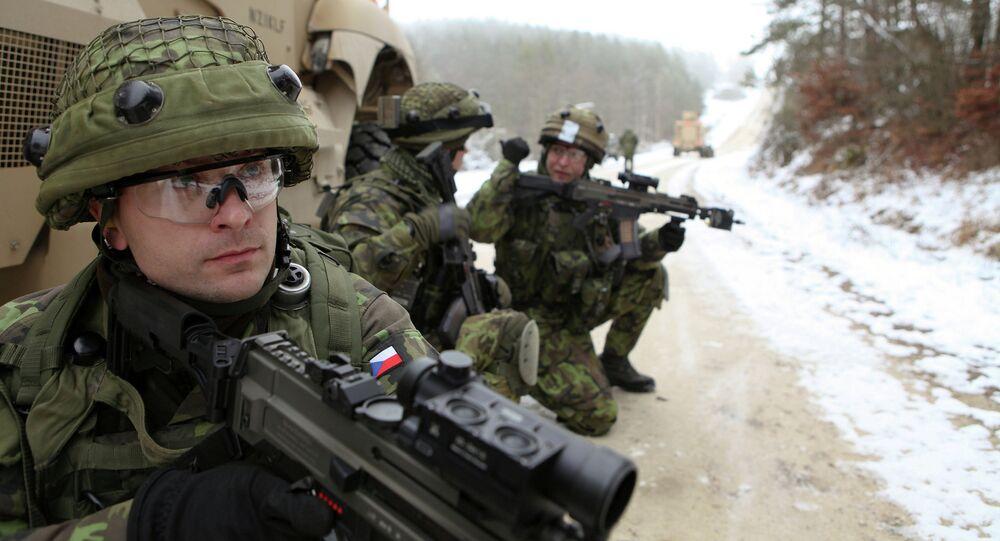 Čeští vojáci během cvičení