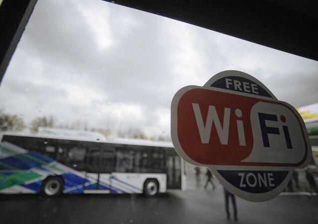 Znak Wi-Fi v městském autobusu