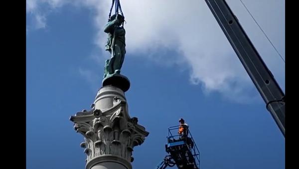 V USA zbourali obelisk vojákům a námořníkům Konfederace - Sputnik Česká republika